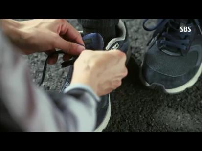 hello Ji-yong style shoelace! ^^