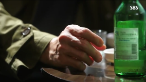Poor ahjussi's hand was shaking :(