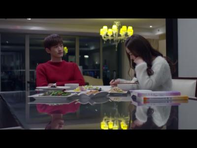 Shan Shan ignoring dinner?!