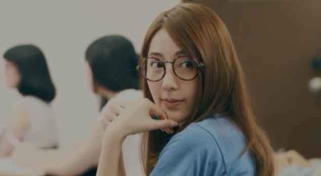 Meet college-era Hai Ning and her comical glasses.