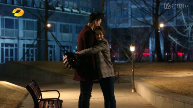 cute hug! awwww!